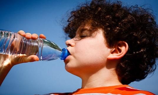 Niño-Tomando-Agua