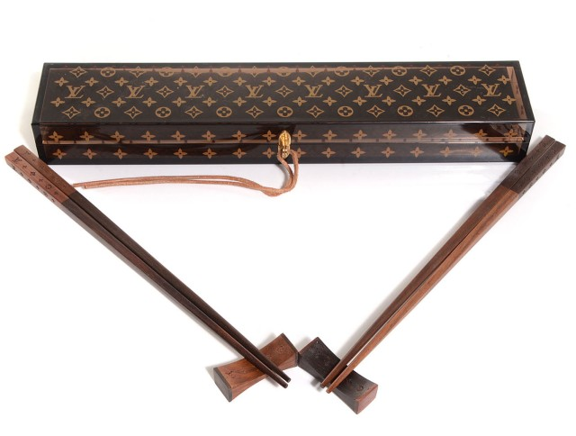 Palillos Louis Vuitton