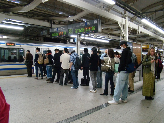 fila-metro-japon