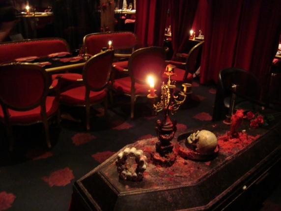 vampire-cafe-1