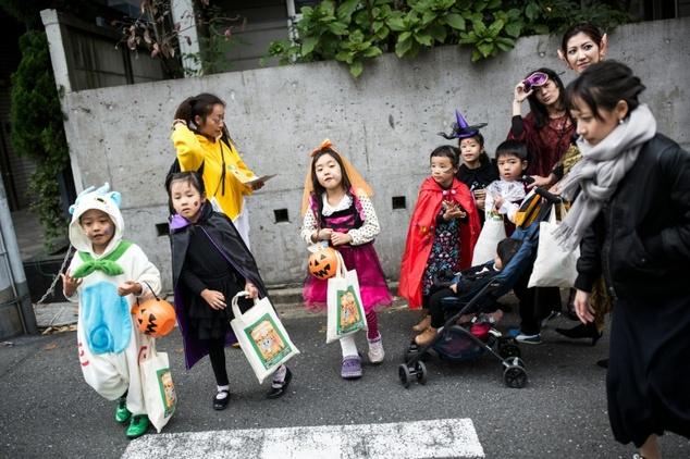 Niños pidiendo Halloween